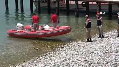 Van Gölü'nde batan teknede sıkışan cesetler çıkarılıyor