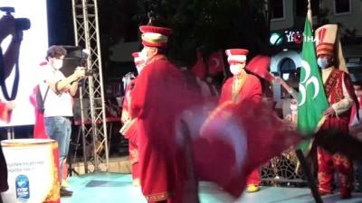 keskin nisanci -  15 Temmuz'un 4'üncü yıl dönümünde Eyüpsultan'da anma programı düzenlendi, yüzlerce kişi meydanı doldurdu