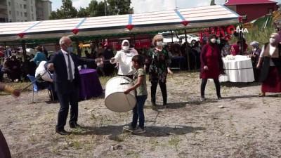 dugun toreni -  Ardahan'da sosyal mesafeli halay
