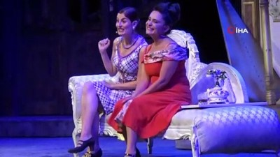 Bursa'da 120 gün sonra mesafeli tiyatro oyunu