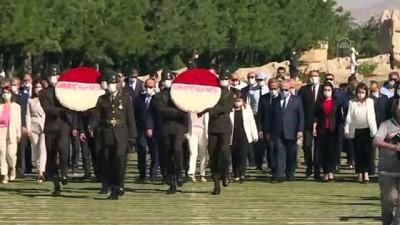 iktidar - CHP heyeti, 37. Olağan Kurultay öncesi Anıtkabir'i ziyaret etti - ANKARA