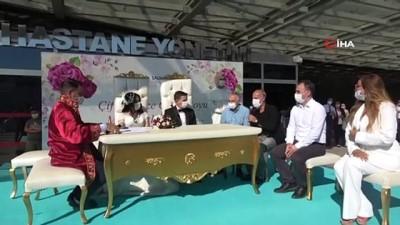 sanat muzigi -  Sanatçı Aslı Hünel sağlık çalışanı çiftin nikah şahidi oldu