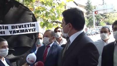 Yunanistan Büyükelçiliği önüne siyah çelenk bırakıldı