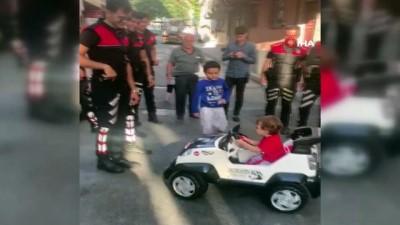 bayram hediyesi -  Polislerden, şehit Gökteke'nin oğluna bayram hediyesi