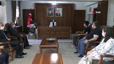 Vali Becel, YKS Türkiye birincisi Özdemir'i kutladı