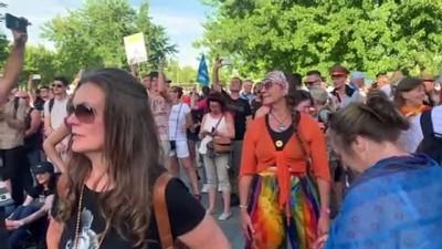 Almanya'da Kovid-19 kısıtlamaları başbakanlık binası önünde protesto edildi - BERLİN