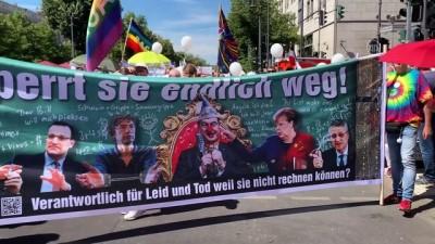 Almanya'da Kovid-19 kısıtlamaları protesto edildi - BERLİN