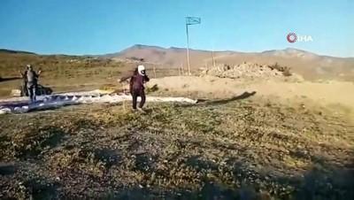 Yamaç paraşütçülerini izleyen vatandaşın kamera arkası konuşmaları güldürdü