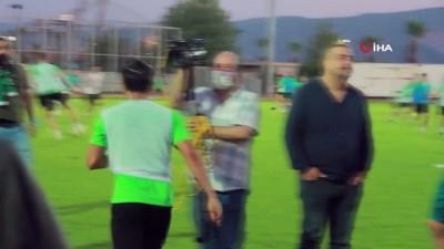 amator lig -  Kocaelispor taraftarları yeni transferleri antrenmanda meşalelerle karşıladı