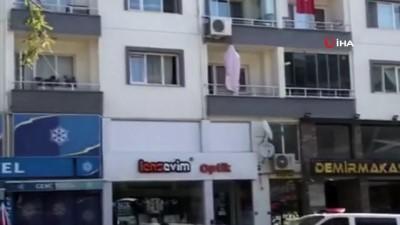 demir parmaklik -  Bursa'da balkonuna kendisini asan şahsın görüntüsü görenleri şoke etti
