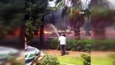 palmiye agaci -  Antalya'da kullanılmayan iş yerindeki yangın korkuttu