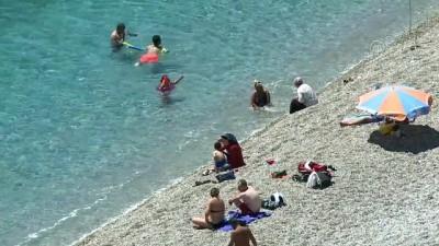 ucak seferleri - Sıcaktan bunalanlar denizde serinliyor - ANTALYA