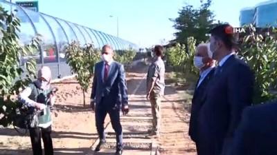 Çevre ve Şehircilik Bakanı Murat Kurum, Ümraniye Millet Bahçesindeki gürültü bariyerlerini inceledi