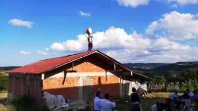 dugun toreni - Bahşiş sevdası davulcuyu çatıya çıkardı - SİNOP