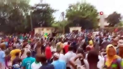 - Mali'de askeri darbe devlet başkanının istifasıyla sonuçlandı - Ordu, halka yeniden seçim sözü verdi