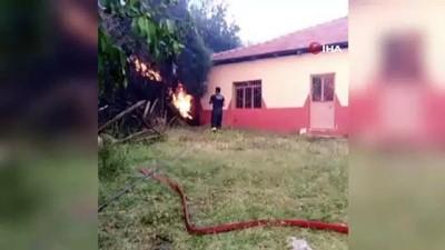 İtfaiyenin çabası orman yangınında daha fazla evin hasar görmesini engelledi