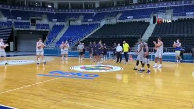 basketbol takimi - Fenerbahçe Beko, parkeye indi