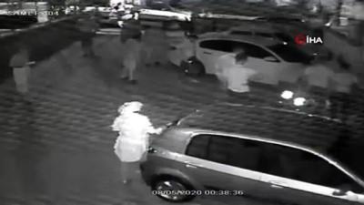 Kavgalı olduğu şahısları arabadan indirerek silahla yaraladı...O anlar kamerada