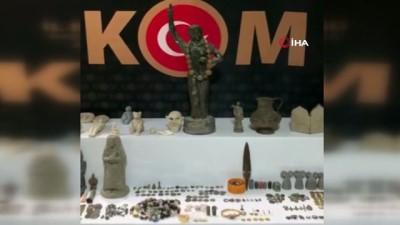 Evlerini müzeye çevirmişler... Hatay'da tarihi eser kaçakçılarına operasyon