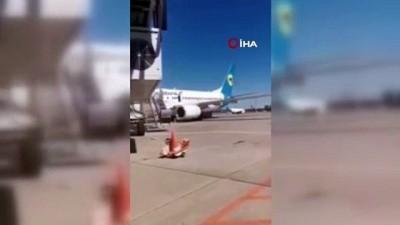 - Ukraynalı yolcu Antalya uçağının kanadına oturdu - Uçağın kanadında güneşlendi
