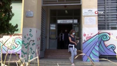 - İtalya'da halk parlamenter sayısını azaltmak için sandık başında