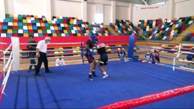 Eyüp Gözgeç'ten boks mili takımına övgü