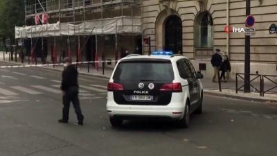 - Paris'te bomba ihbarı üzerinde Eyfel Kulesi'nin çevresi boşaltıldı