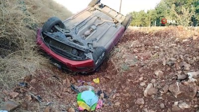 emniyet kemeri -  Yoldan çıkan otomobil kanala devrildi: 5 yaralı