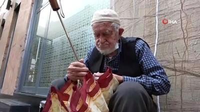90 yaşındaki şemsiye tamircisi kış sezonuna hazırlanıyor