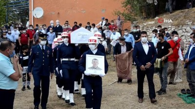 Tezkeresi beklenirken ölüm haberi gelen asker toprağa verildi