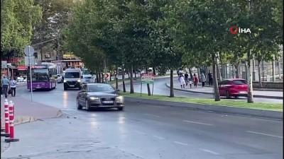 İstanbul'da yayanın dehşeti yaşadığı feci kaza kamerada