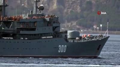 Rus askeri eğitim gemisi Çanakkale Boğazı'ndan geçti