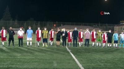 futbol maci - Ampute futbol takımı ile siyasiler yeşil sahada karşılaştı