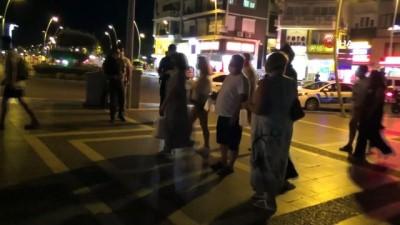 maske dagitimi -  Marmaris'te pandemi seferberliğine yabancı turistler de katıldı