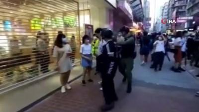 - Hong Kong'da 12 yaşındaki çocuğa tepki çeken gözaltı