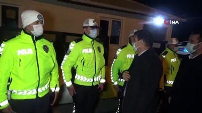"""Yeni yıla uygulama noktasındaki polislerle beraber giren Vali Arslantaş: """"Maskesiz bir yıl olmasını diliyorum"""""""