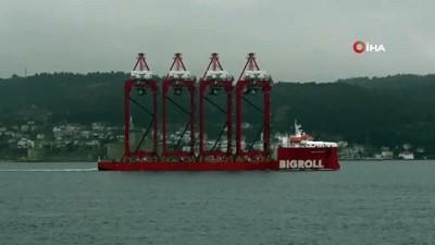 173 metrelik dev vinç gemisi Çanakkale Boğazı'ndan geçti