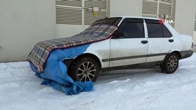 Ağrı'da soğuk havada banklar buz tuttu