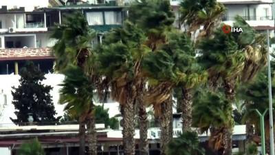 nadan -  Bodrum'da fırtına nedeniyle feribot seferleri iptal edildi