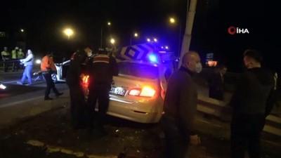 - Bolu'da, iki otomobil çarpıştı: 2 yaralı - Bariyerleri parçalayan otomobilden yara almadan kurtuldu