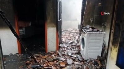 Bacadan çıkan yangında ahşap ev kül oldu