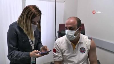 Aşılanma çalışmalarına başlandı, ilk aşıyı Sağlık İl Müdürü vuruldu