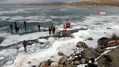 gesi -  Çıldır Gölü'nde buzlarla vals