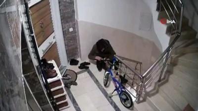 nadan -  Hırsızın rahatlığı 'pes' dedirtti...Gözüne kestirdiği ayakkabıyı çalmadan önce böyle denedi, kendi ayakkabısını da bıraktı