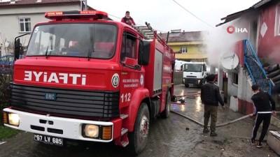 İki katlı evde çıkan yangın 10 kişilik aileyi evsiz bıraktı