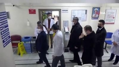sagligi merkezi -  İl Sağlık Müdürü Benli, sağlık çalışanlarına aşı yaptı