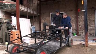 televizyon -  Ortaokullu iki kuzen hurdacıdan topladıkları malzemelerle kendi araçlarını yaptı