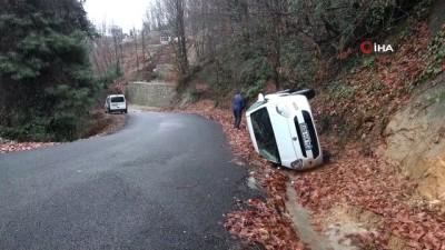 Uyuşturucu satıcısı polisten kaçarken otomobil kanala devrildi: 2 yaralı