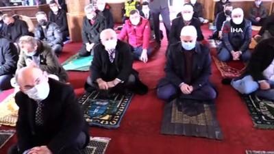 Çapaçarık Camii'nde ilk cuma namazı kılındı