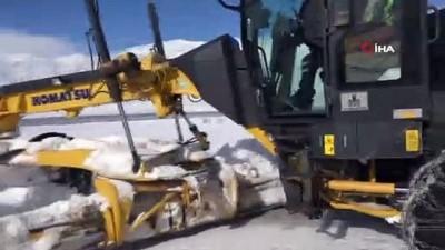 Karla kaplanan köy yolları için 'Karla Mücadele' ekipleri görevde